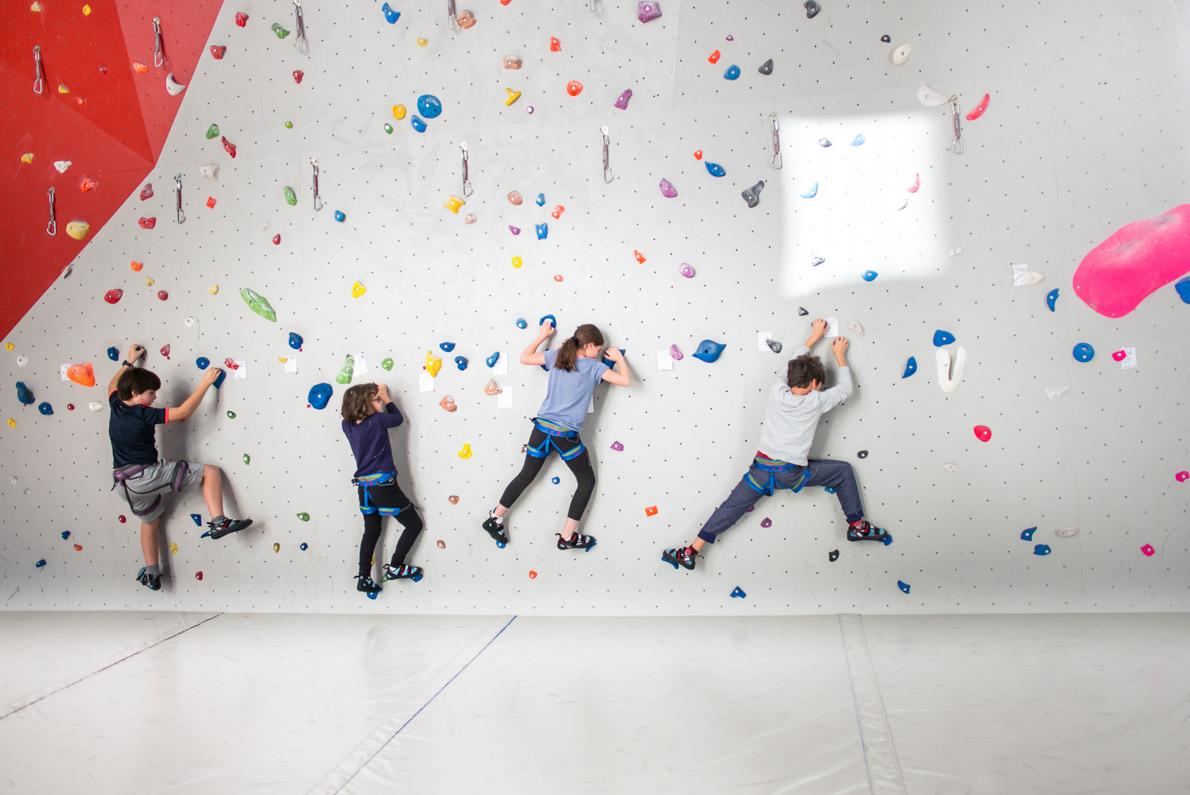 Escalade meg ve enfants stages jeunes escalade meg ve - Mur escalade enfant ...